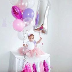 Фотозона с фонтаном, цифрой и тассел в розовых тонах на годик