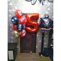 Сет из фонтана, красной цифры и корабля на праздник в пиратском стиле