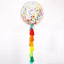 Большой шар с крупными разноцветными  конфетти на радужной гирлянде тассел