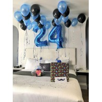 Оформление из синих и чёрных шариков под потолок + синие цифры