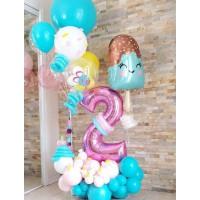Композиция из шаров с цифрой на подставке, шаром в форме мороженного и фонтаном разнокалиберных шаров