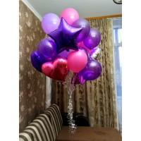 Облако фиолетовых, сиреневых и розовых шаров с сердцами и звездами