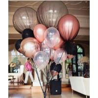 Композиция из шаров розовое золото с  большими шарами в чёрном фатине