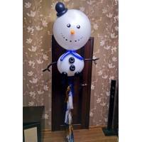 Снеговик из больших шаров с гелием