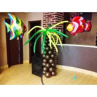 Пальма из шаров и фольгированные рыбки с гелием