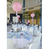 Нежно-розовые большие шары для оформления банкетных столов