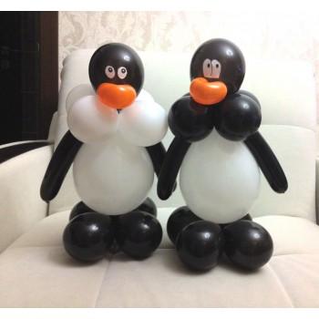 Бело-черный  пингвин из шаров