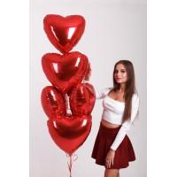 Гелиевый фонтан из красных фольгированных сердец