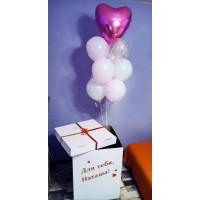 Коробка с шарами и с ярко-розовым сердцем
