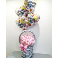Корзина из хромовых шаров с цветами для мамы