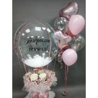 Букет из цветов с шаром баблс и фонтан в розовом цвете
