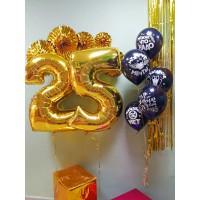Композиция мужчине с шарами с надписями и золотыми цифрами