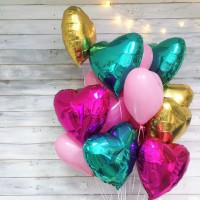 Фонтан из шаров с фольгированными и латексными сердцами в цветах золото, фуксия, розовый и морской волны