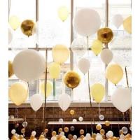 Фотозона из шаров в желто-белых тонах