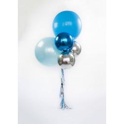 Фонтан из больших шаров и сфер на гирлянде тассел в серебристо-голубых тонах