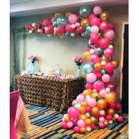 Разнокалиберная гирлянда с лианой в розово-золотых и пастельных тонах
