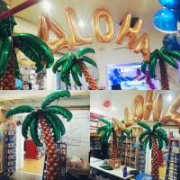 Фотозона из 3 пальм из шаров с фигурными фольгированными листьями с надписью ALOHA