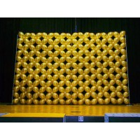 Панно из золотых стандартных шаров