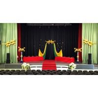 Оформление театральное из 5 золотых масок и 2 стоек из шаров
