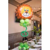 Композиция из фигурного фольгированного шара львенка на основании из зеленых шаров