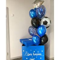Большой сет из коробки со связкой шаров с фольгированными звездой и шаром футбольный мяч в черно-синих и золотых тонах на день рождения мальчику