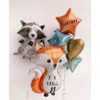 Гелиевый сет из фигурных фольгированных шаров Лиса и Енот и связки шаров с фольгированными звездами и сердцем в серо-оранжевых и мятно-голубых тонах на Первое сентября