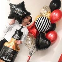 Гелиевый сет из фигурного фольгированного шара в виде бутылки виски, фольгированной звезды с надписью и связки шаров с фольгированными сердцем, кругом и звездой в черно-белых и красно-золотых тонах на день рождения мужчине
